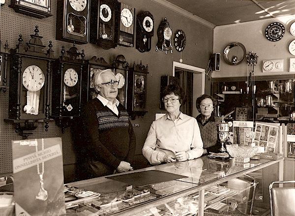 Kuvassa Raino ja Kaino Erjo sekä Tuulikki Hakkarainen 1970-luvulla.