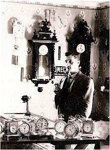 Kuvassa Frans Edvin Eklund (myöhemmin Erjo, 1935) liikkeessään vuonna 1910.